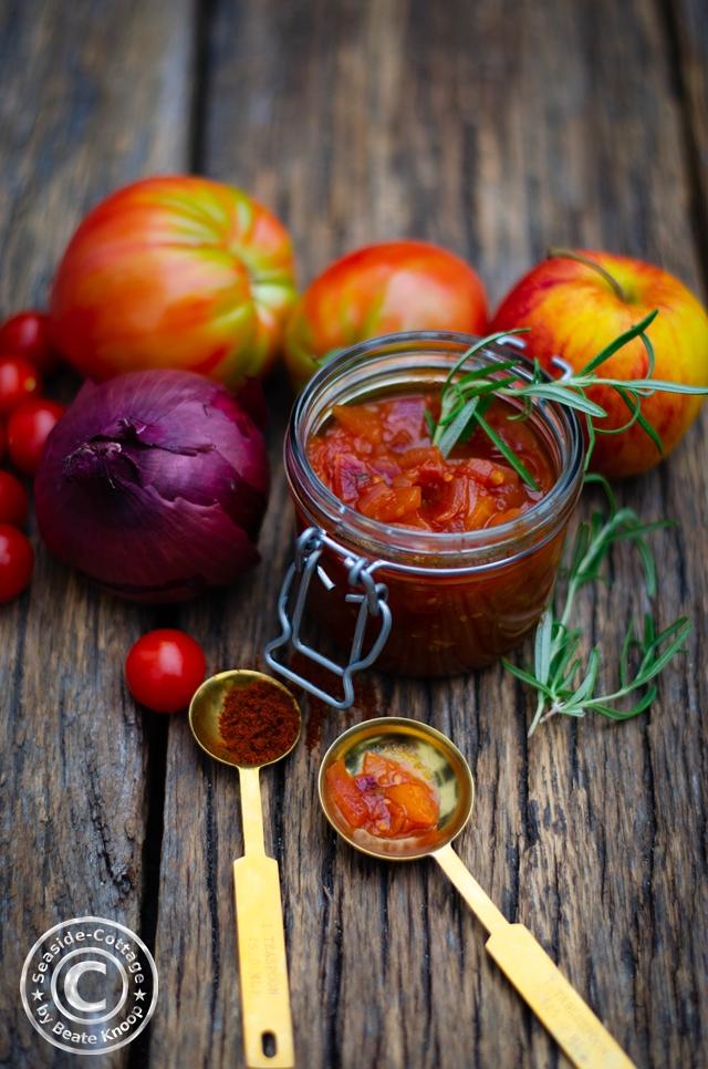 Tomaten-Chutney mit Äpfeln und Calvados